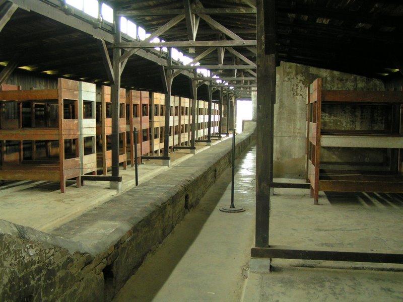Tábor Auschwitz II Birkenau (Brezinka), Poľsko - interiér drevených barakov