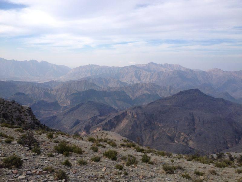 Grand canyon Omanu, offroad okolo najvyssej hory, brusenie stupaciek po sirokych cestach a kemp pri Ibri