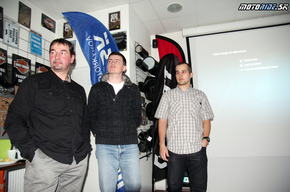 Premietanie TOUR DE MOROCCO 31. 1. 2014 - Motosvet Košice Zľava: Fero Lorinc, Andre Janiga, Tomáš Hajduch