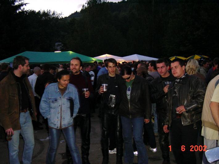 Večerná zábava alebo MotoRide-áci sa stretli :-)))<br> Sprava: maco, Brano-XJ900, Dadi, Awia, Hektor a jeho priatelka...<br> bedo fotí...