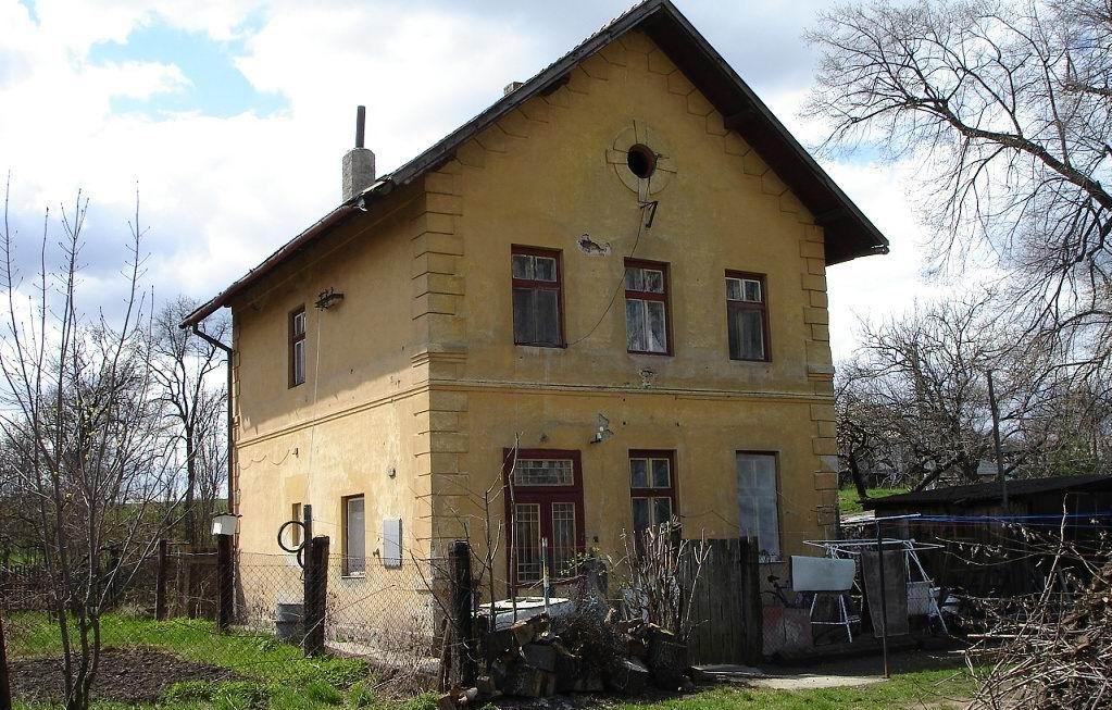 osirelá železničná stanica v Haliči koľajnice vytrhali v 70-tych rokoch