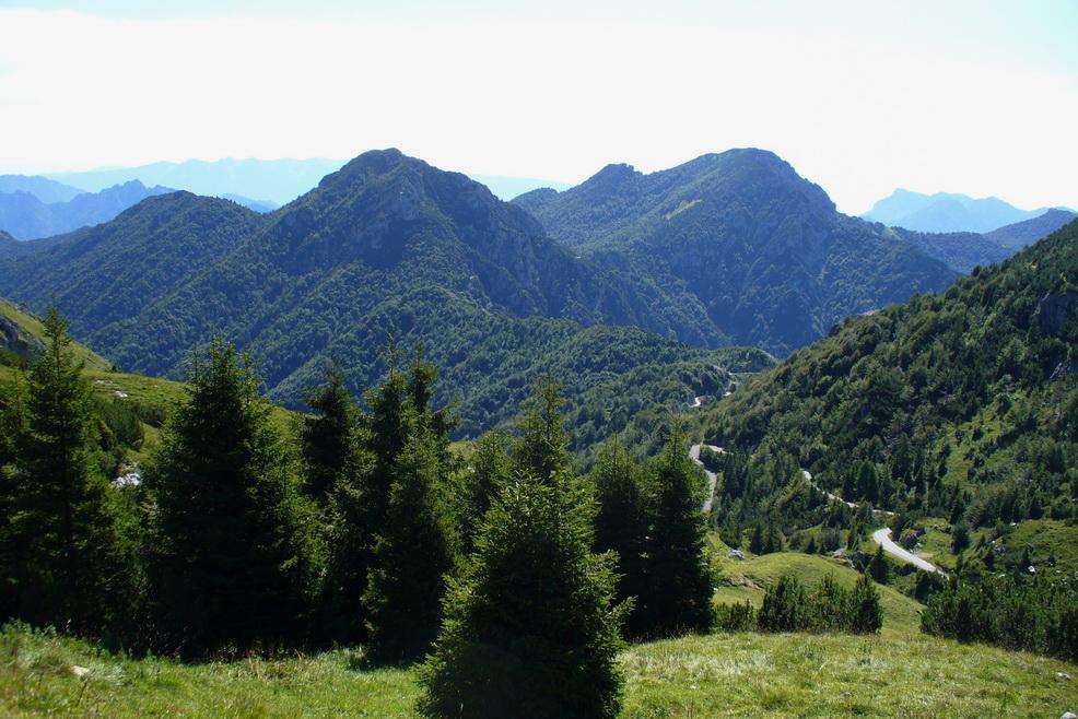 Pohľad z Passo del Dosso Alto na prístupovú cestu