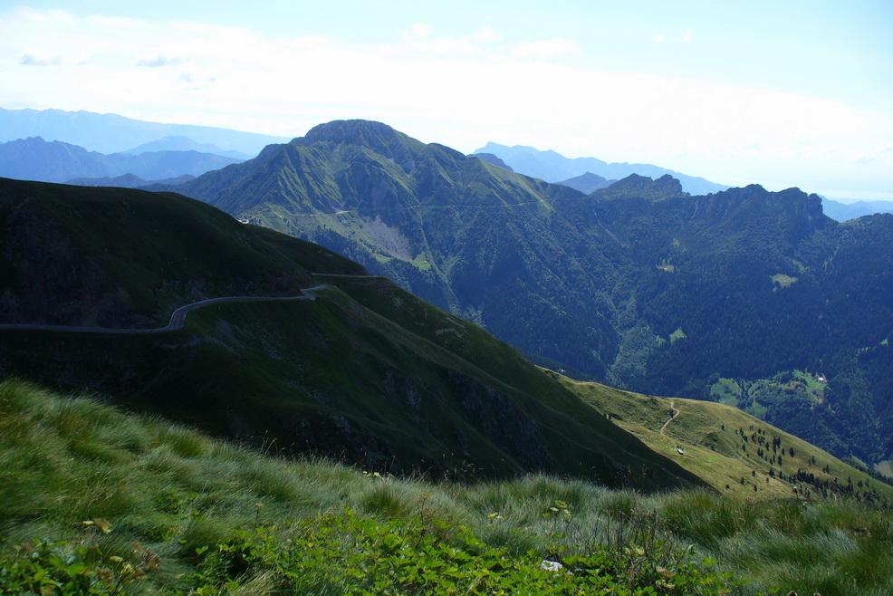 Záver stúpania na Goletto delle Crocette, v pozadí traverz Dosso Alto - Maniva