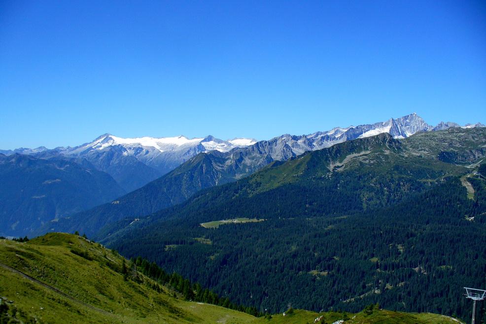Pohľad z vrcholovej stanice lanovky na Monte Spinale