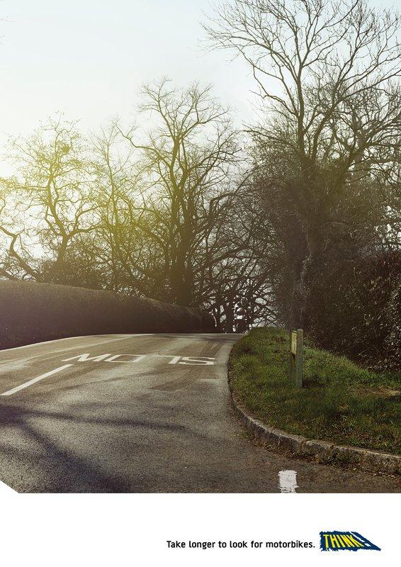 Nový plagát z anglickej kampane, ktorý má motivovať vodičov aby sa lepšie pozerali na motorkárov v premávke. <b>Pozrite sa aj vy či zbadáte motorkára?</b> #pozri2x