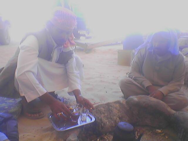 Čaj s beduinmi v Sinaiskej púšti.