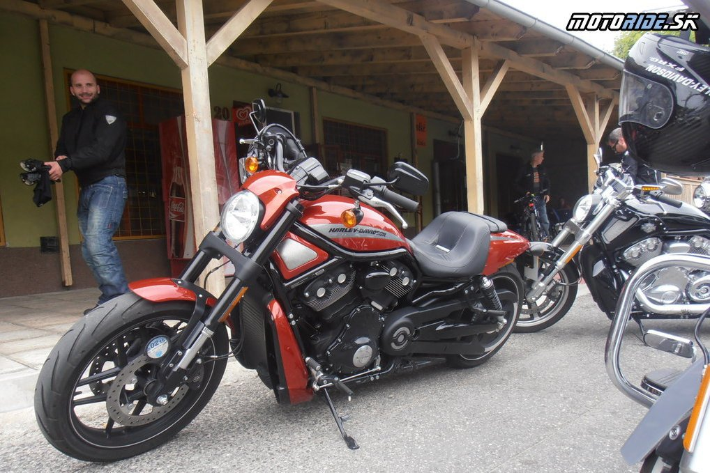Harley - Davidson Night Rod Special - HD v HB