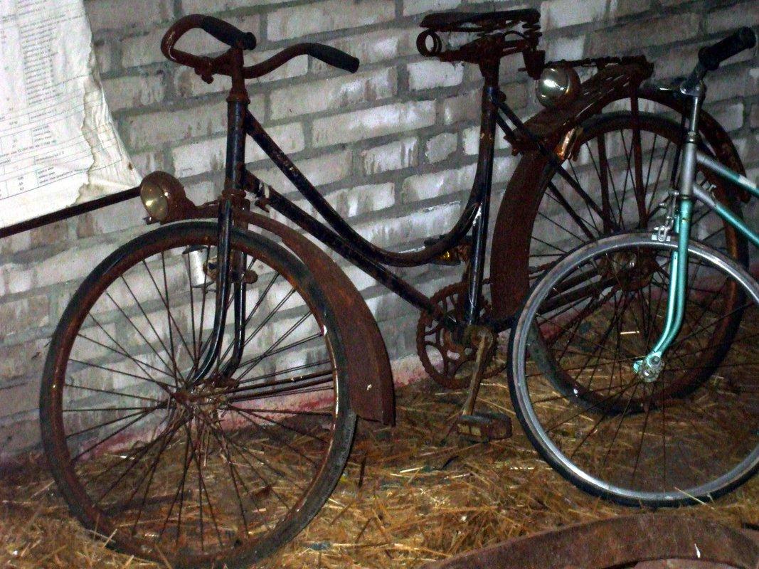veteránsky bicykel s netradičným dámskym rámom