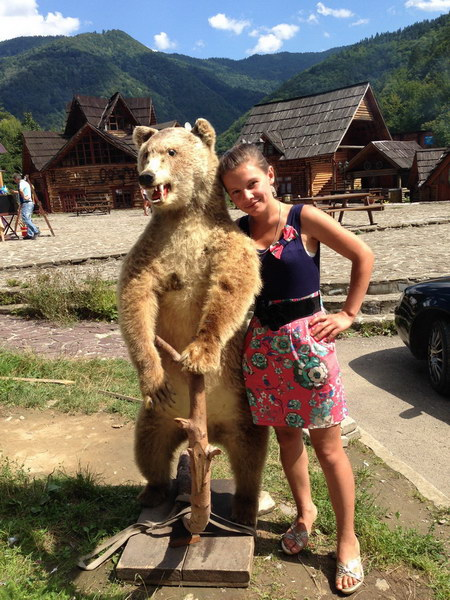 Dievča sa volala Máša, tak sme si ju museli odfotiť s medveďom