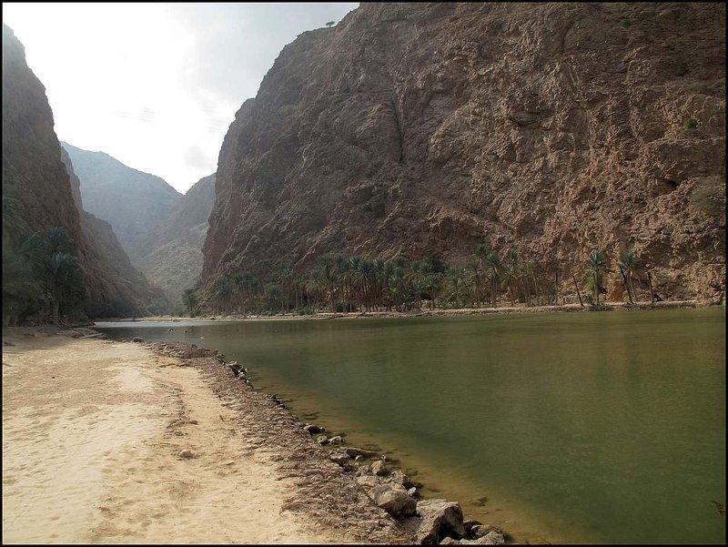 Vstup do Wádi Shab nevyzeral veľmi lákavo. Nezdalo sa nám to byť to miesto, kde mala byť čistá voda na kúpanie.