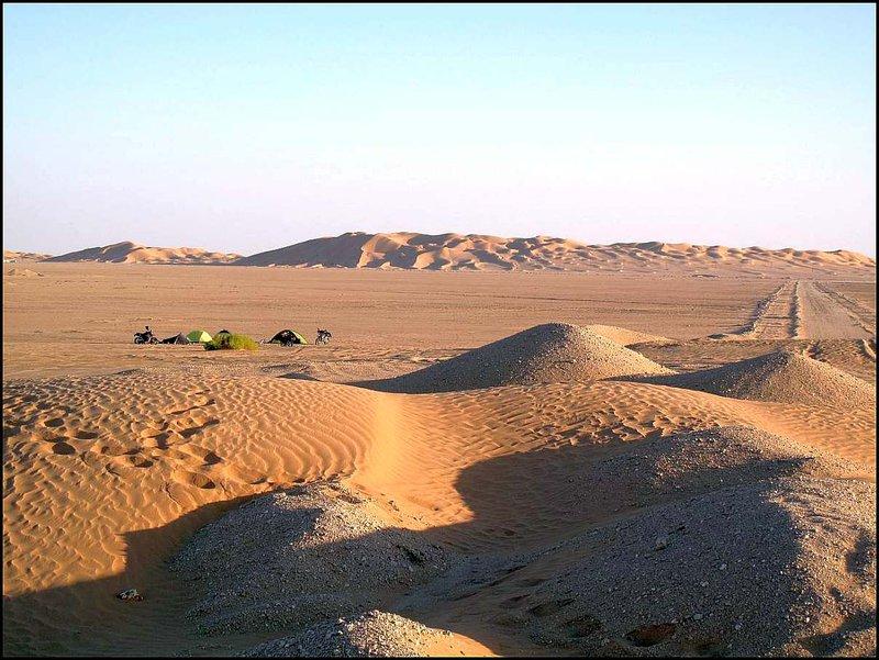 Ešte jeden pohľad na náš kemp a duny za ním.
