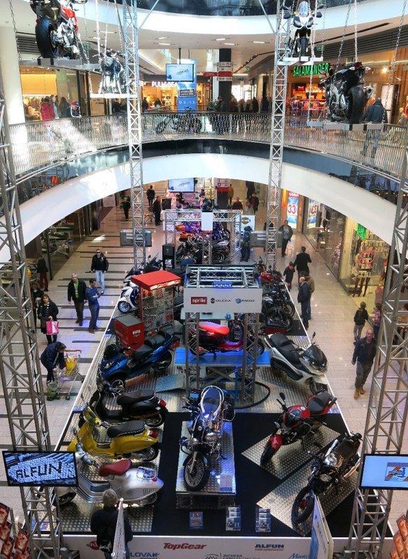 Výstava motocyklov v Bratislavskom OC Central  2015