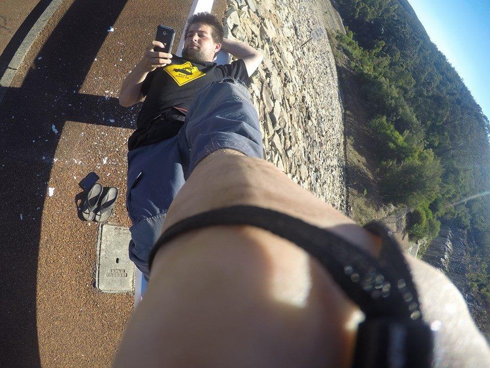 19.4.2015 - Nenudím sa, len takmer tri týždne čakáme na autá a motorky tak si robím selfie z nohy...