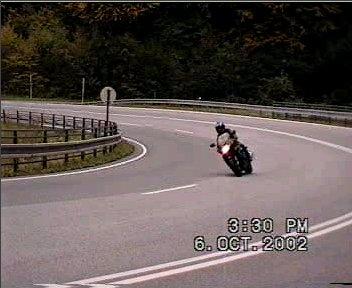 """<a href=""""http://motoride.sk/video/jahodna_CBR.mpg"""">Awia a Honda CBR1000F - dve zákrutky na Jahodnej...</a><br> MPEG 1, 352x288px, 15 sekúnd, 1.29MB"""