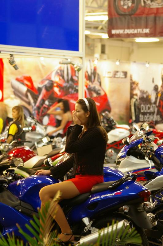 Výstava Motocykel 2007 - Ťažký život hostesky