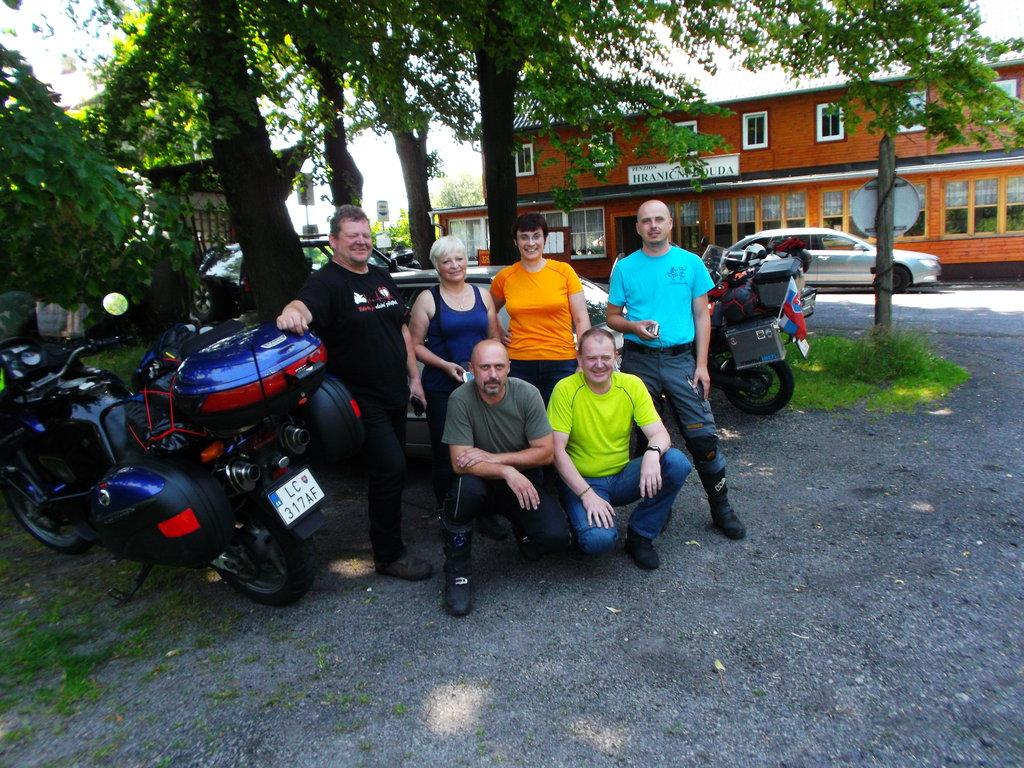 z ľava: Radek Dáša, Oli, Ján, Pepe, Roman