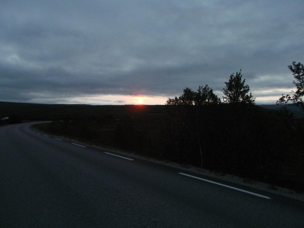 Polnočné slnko 20 km pod Nordkappom