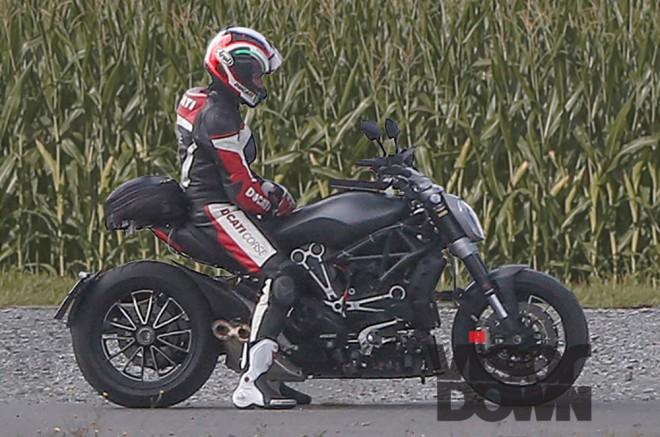 Špionážne fotografie: Ducati Diavel 2016
