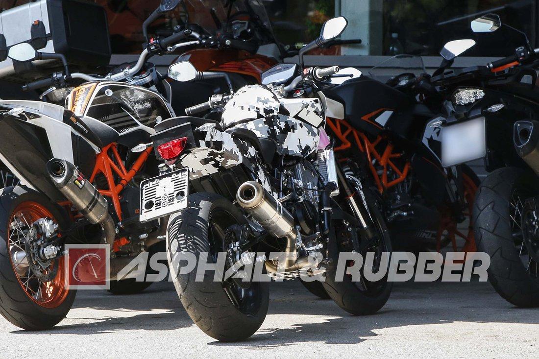 Špionážné fotografie: KTM Duke 800
