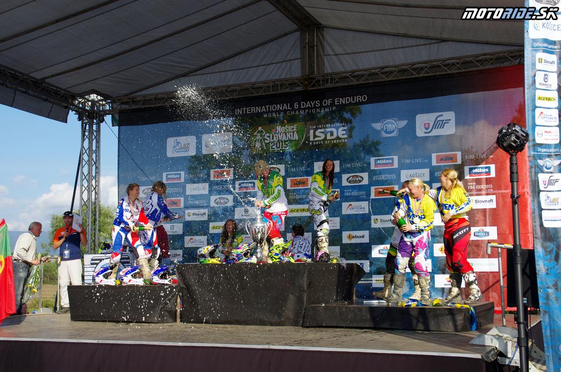 Stupne víťazov ženy - Šesťdňová 2015 - 6. deň - Záverečný motokros - Kechnec
