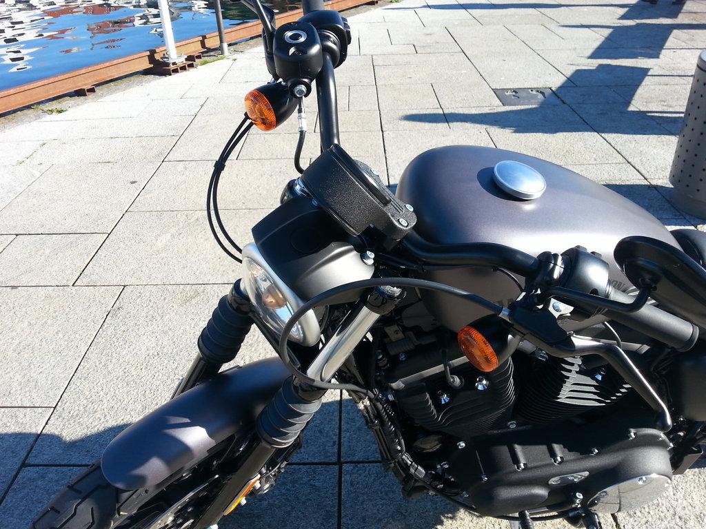 Lanká a strieška na svetle - Harley-Davidson Iron 883, 2016