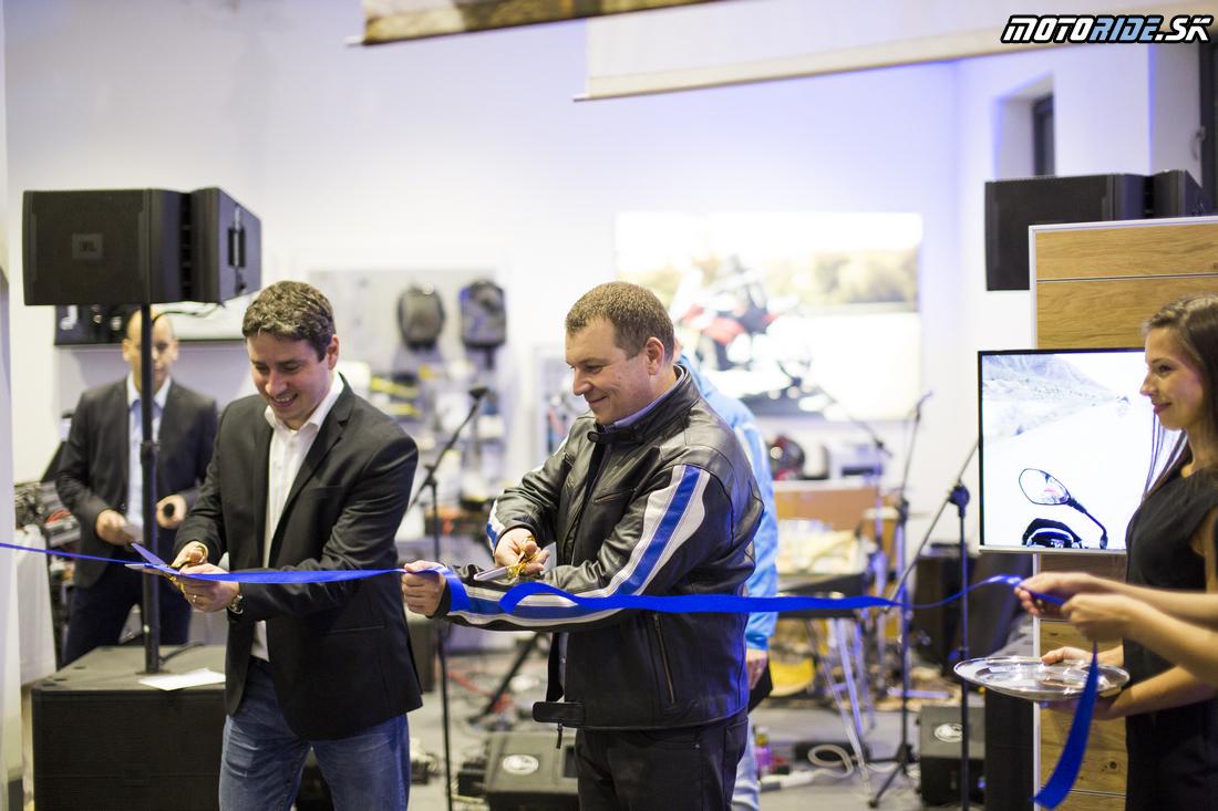 Slávnostné prestrihnutie pásky - BMW Motorrad - Motoshop Žubor Košice - Oficiálne otvorenie 10/2015