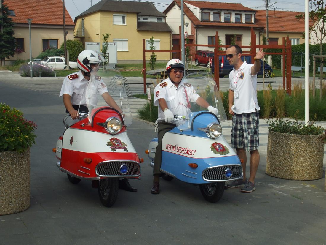 konečne sa v Šenkviciach spolu prezentoval obe stíhačky Jawa 350
