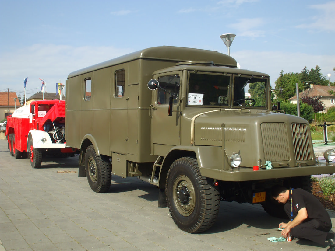 vojenská dvojnápravová maringotka Tatra
