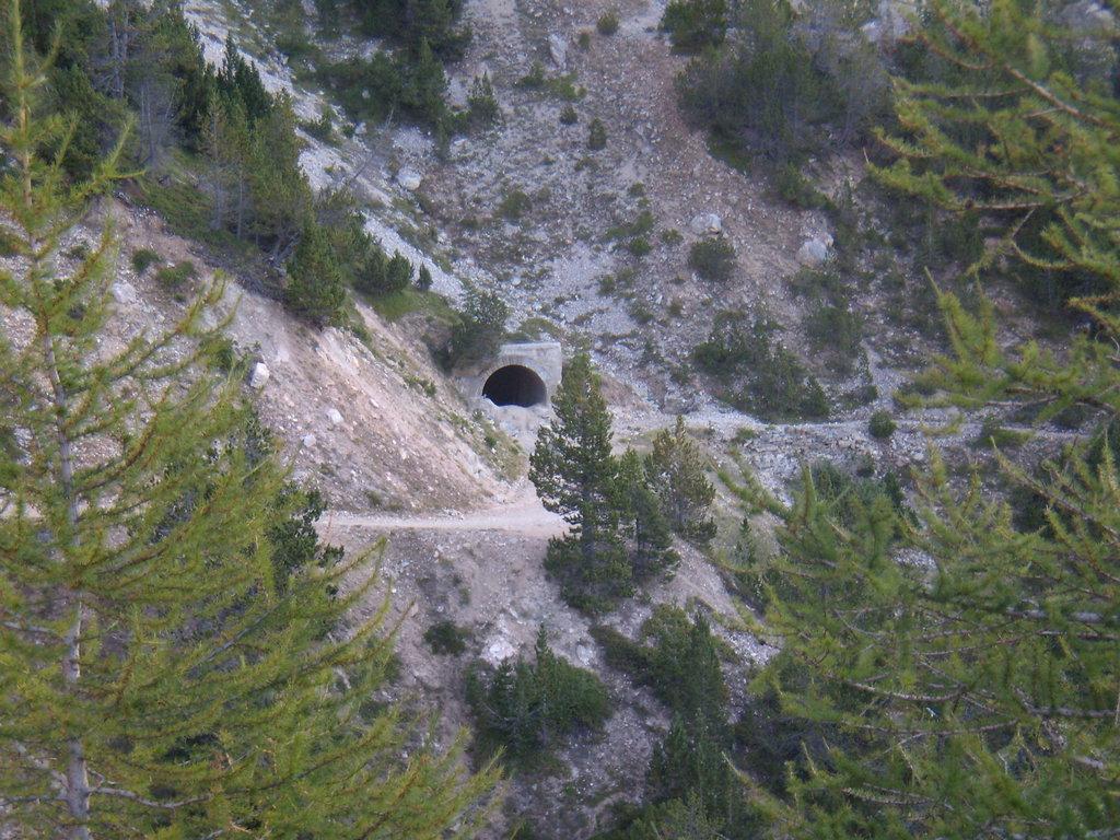 tunel zavalený