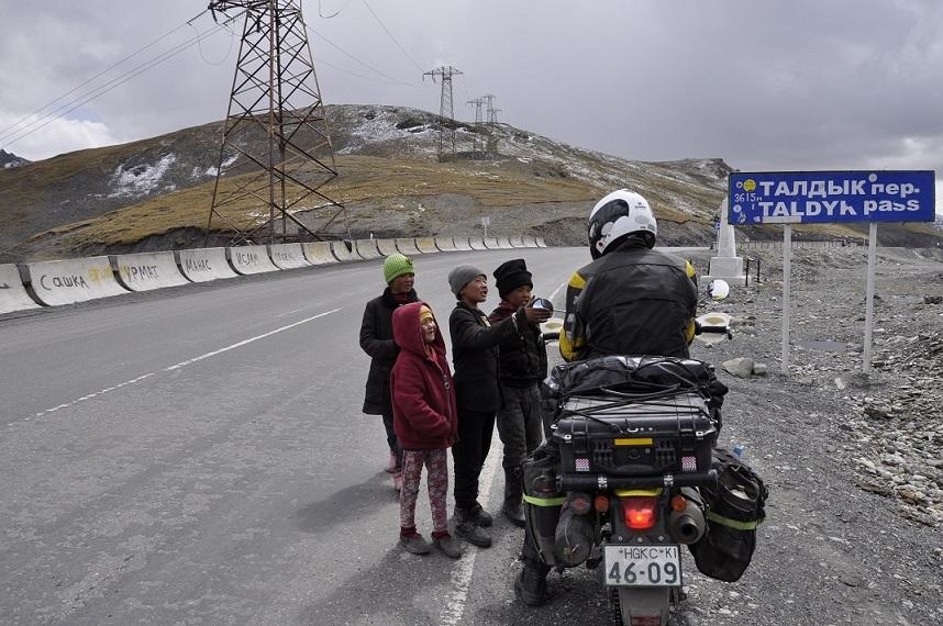 cesta k Tádžickým hraniciam - 40 Let Kyrgyzstan Pass (3550m)