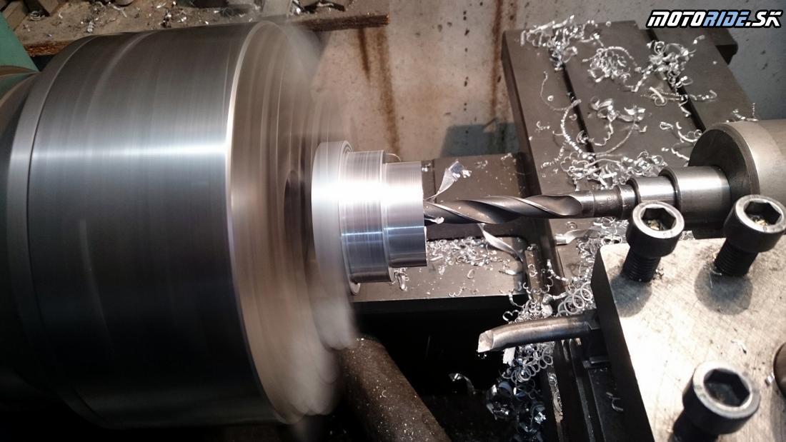 Výroba držiaku na tlmič riadenia