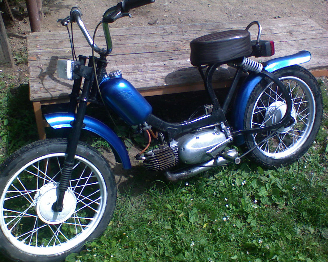 naked moto 555