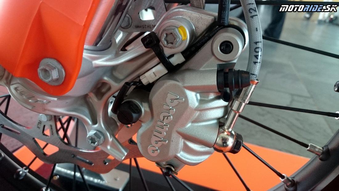 Elektro káblik a senzor na prednom kolese - Predstavenie KTM enduro modelov 2017, Les Comes, Španielsko