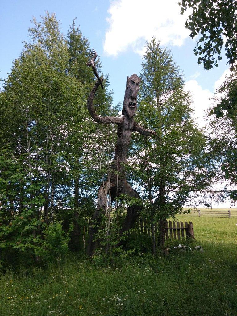 Drevené sochy v Parmajlovo, Rusko - Bod záujmu