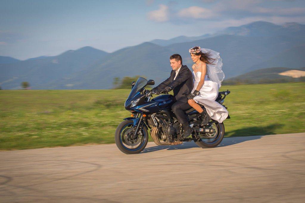...keď sa berú dvaja motorkári tak aj z dvoch motoriek sa stane jedna :)