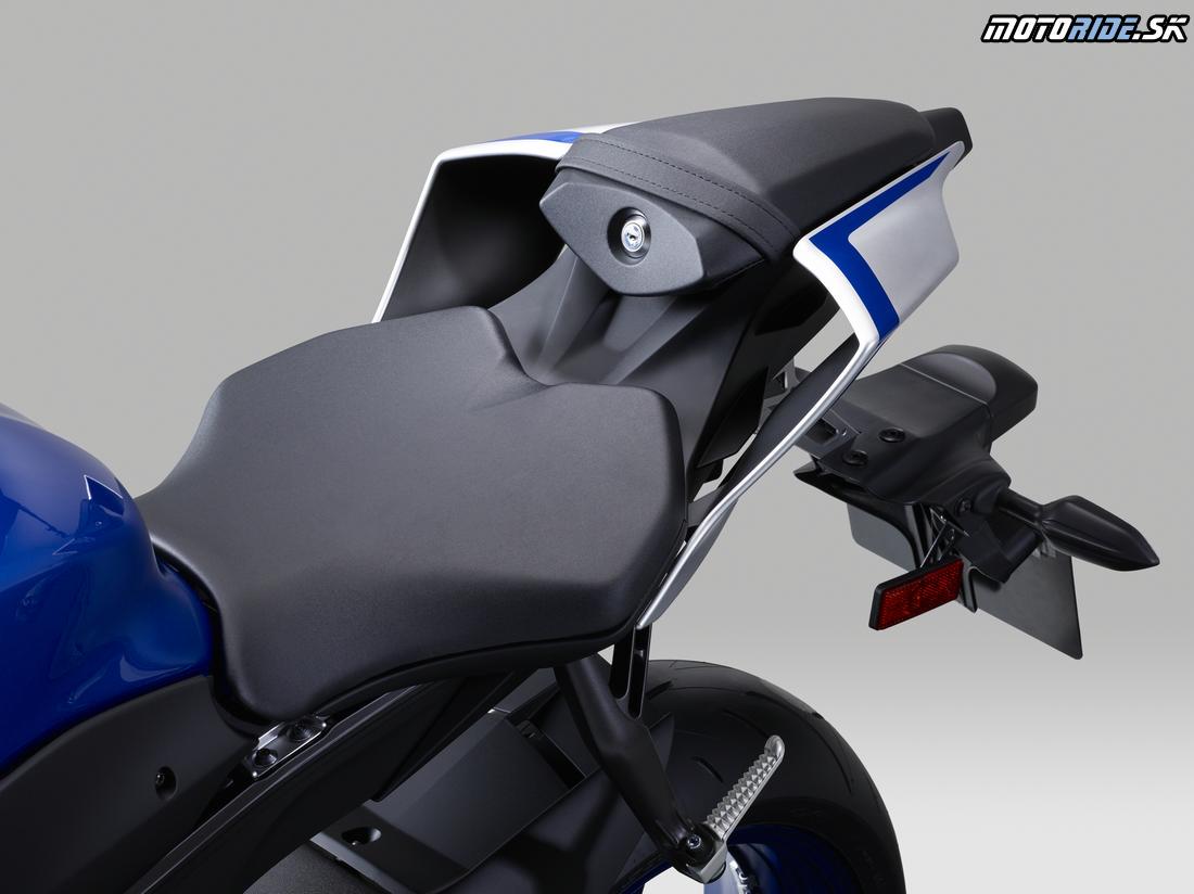 Yamaha R Fuel Light