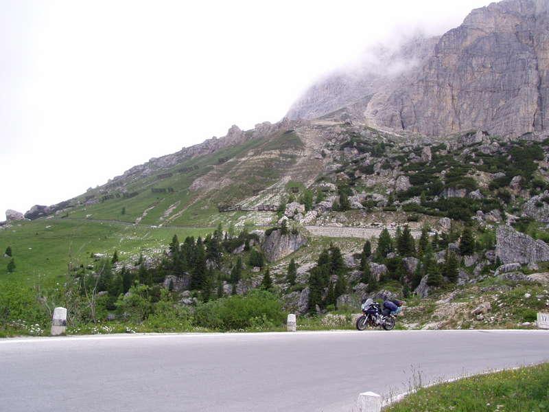 Cesty v okolí Grödner 2121 m a Sellajoch 2244 m, z cesty č.48 odbočiť na sever