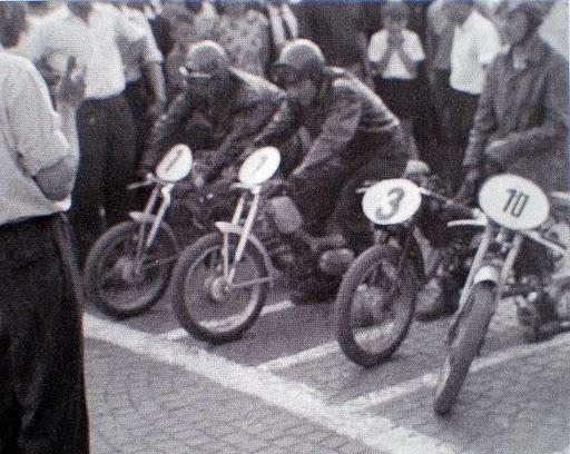 dobové rýchlostné preteky na odľahčených Jednosedadlákoch