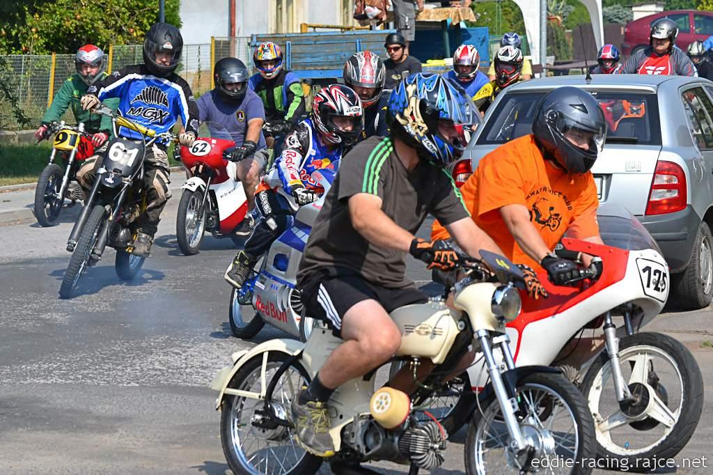 súčasný pretekový Jednohrb s nádržou z Jawetty