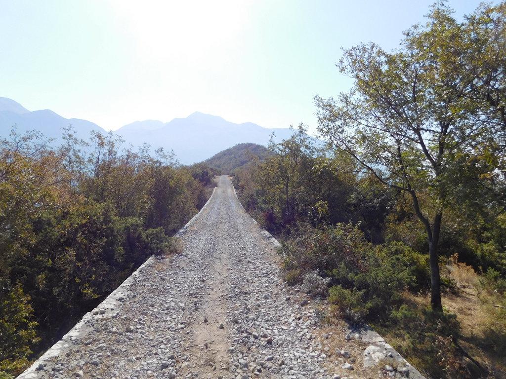 cesta hrebeňom k pevnosti Vrmac