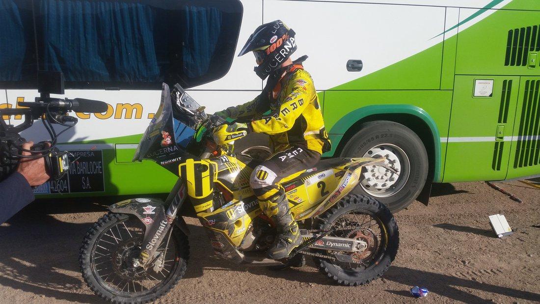 Štefan Svitko je OK ! Už sedí na motorke a je na spojovačke do bivaku - Ideme vybaviť, aby mohol zajtra ráno štartovať - Dakar 2017 - 11. etapa