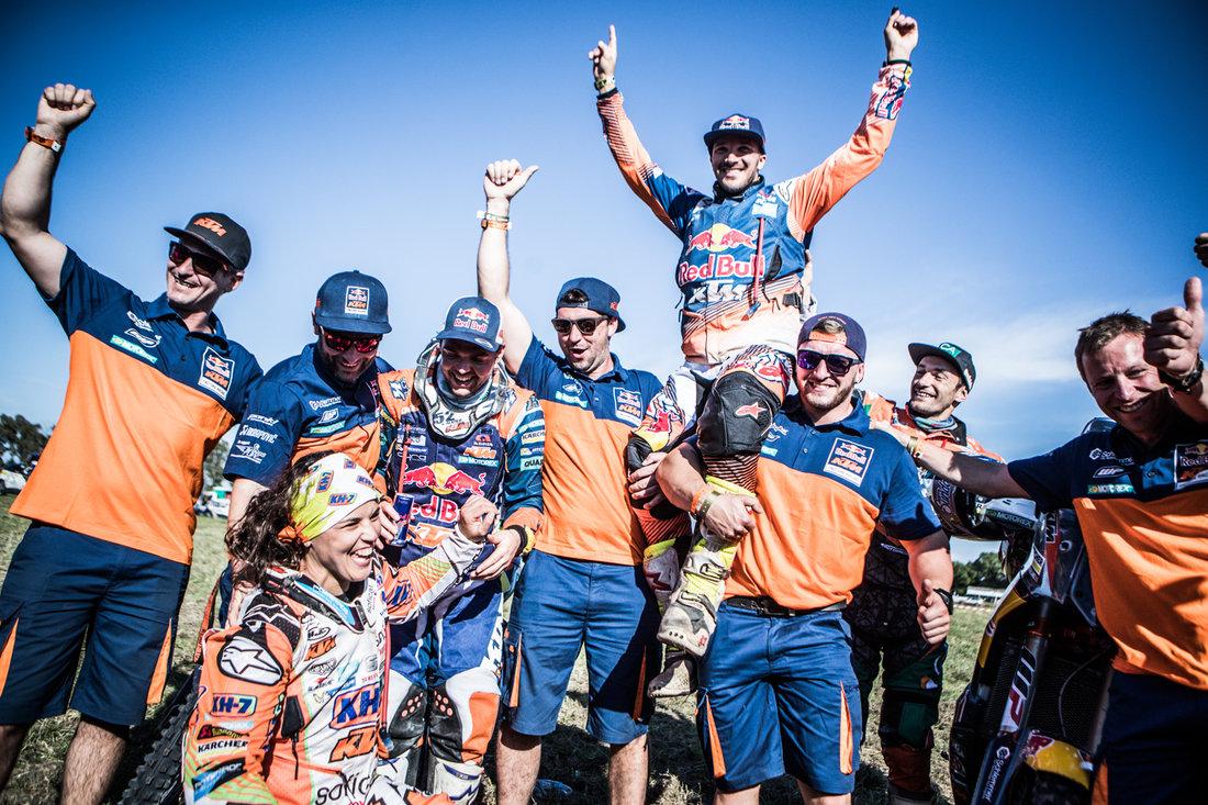 Laia Sanz_ Matthias Walkner_ Sam Sunderland _ Staff Dakar 2017