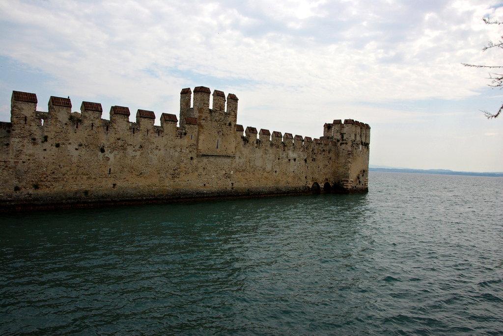 Sirmione, vodný hrad, Taliansko
