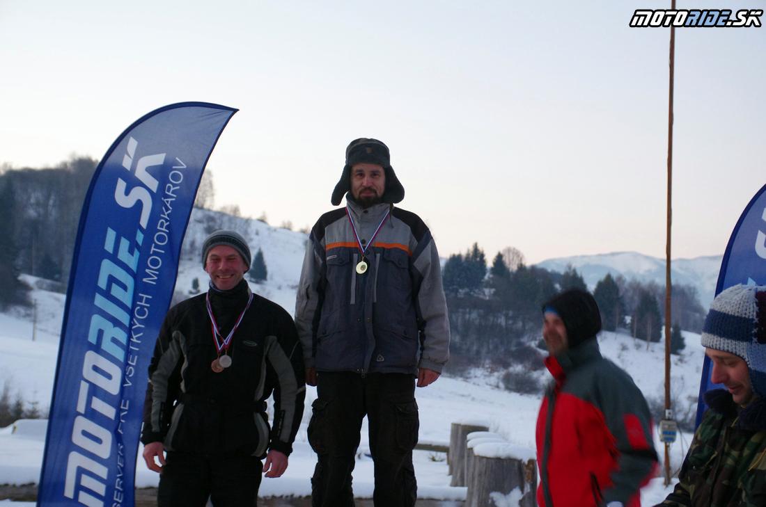 Víťazi Dvojvalce - druhý Dobiš chýba sa prezliekal - Stretko - preteky ľadových medveďov 21. - 22. 1. 2017, Brezno