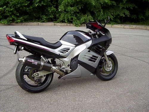 Source Img : http://motoride.sk/motodb/pic/Suzuki-RF900R-98.jpg